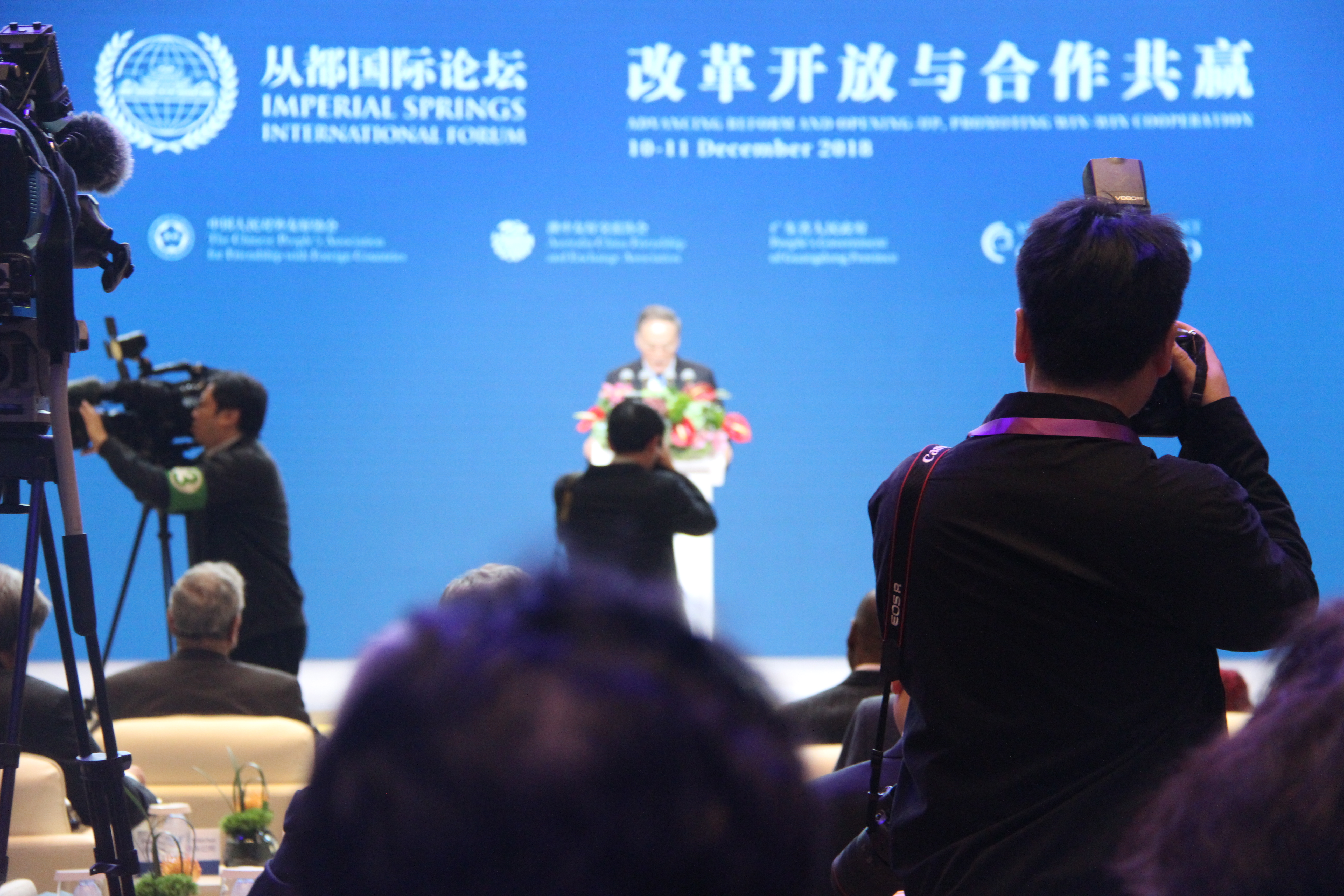 Club de Madrid Discusses Global Governance in China and Presents Conclusions to Xi Jinping