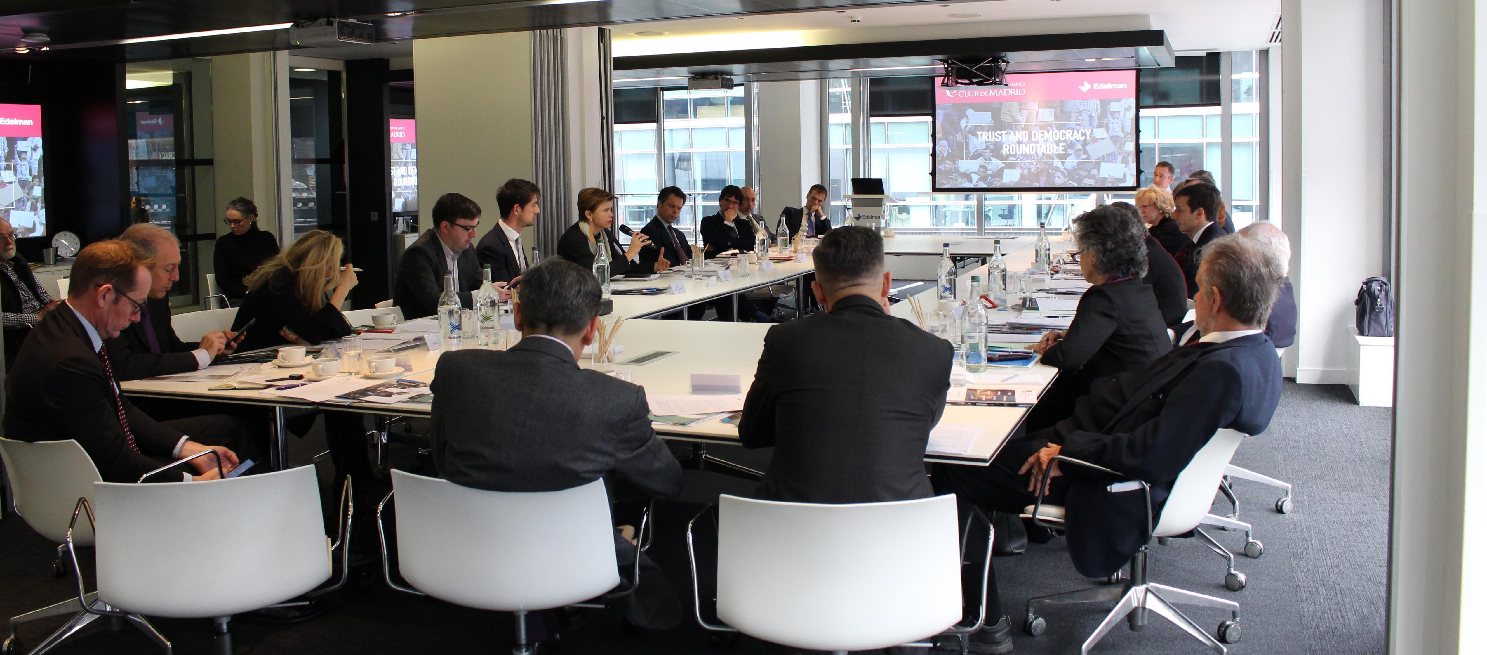 Club de Madrid discusses links between online information and declining trust in democratic institutions